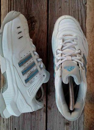 Стильные кроссовки adidas 37.5