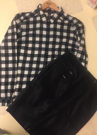Чёрная кожаная юбка