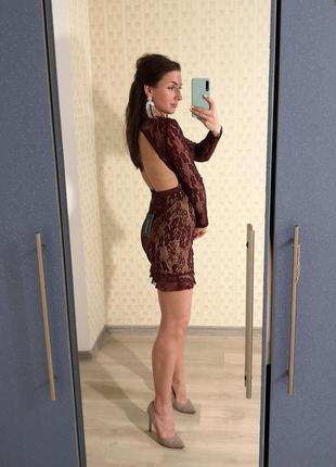Нарядное кружевное платье с открытой спиной