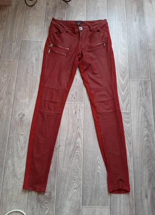 Красные брюки с замками бренда amisu 42-44 размера.