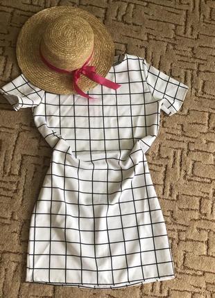 Стильне літнє плаття-футляр в клітинку