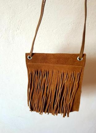 Маленькая замшевая сумка с бахромой