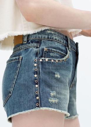 Джинсовые шорты с заклёпками