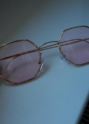 Стильные очки с розовой линзой