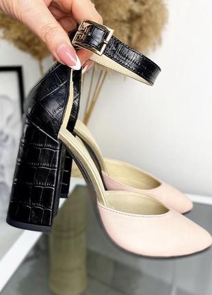 Туфли на высоком квадратном каблуке