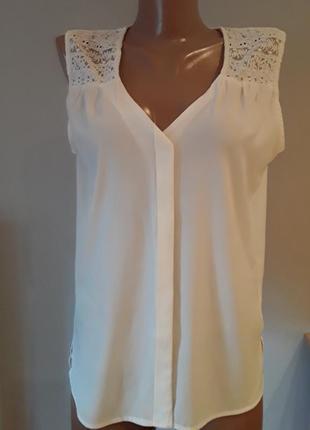 Нежная блузка с кружевом