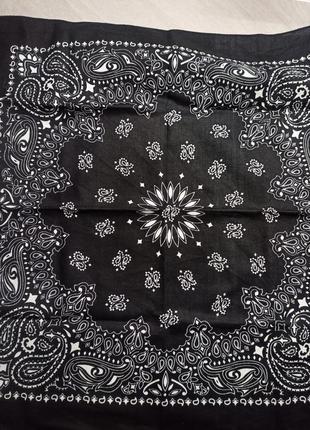 Бандана с рисунком пейсли. чёрно-белая бандана. косынка. шарф.
