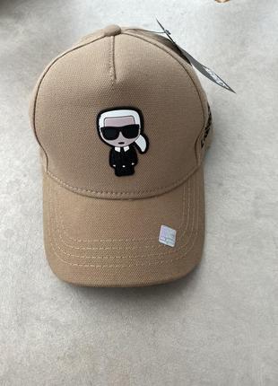 Бежевая кепка karl lagerfeld