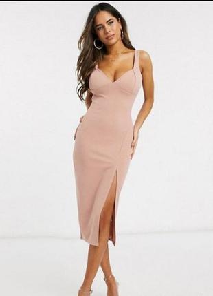 Нюдовое узкое платье