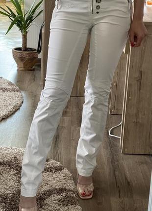 Білі штани