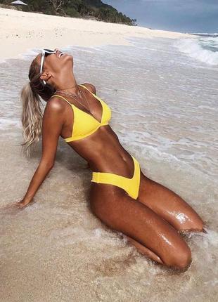 Желтый купальник танга тренд 2021