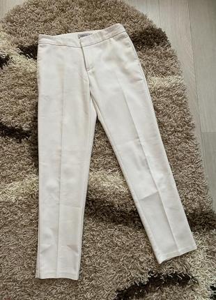 Белые классические брюки