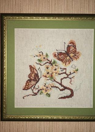 Картина ручная работа вышитая крестиком бабочки