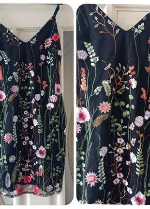 Платье с вышивкой 36р
