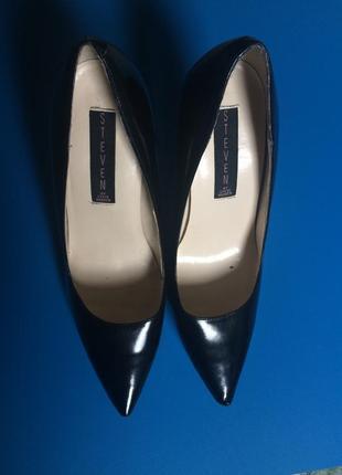 Класические черные туфли steve madden