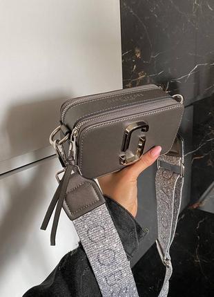 Женская сумка в стиле marc jacobs snapshot silver mini.3 фото