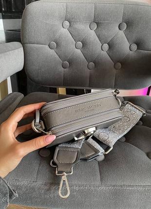 Женская сумка в стиле marc jacobs snapshot silver mini.8 фото