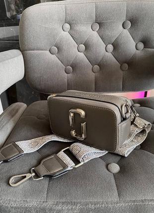 Женская сумка в стиле marc jacobs snapshot silver mini.9 фото