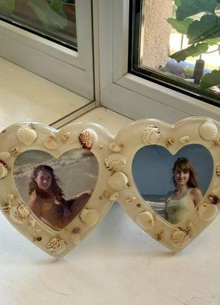 Стильная морская фоторамка в форме двух сердец