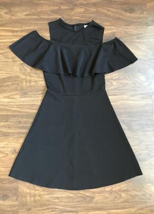 Чёрное мини платье с открытыми плечами, размер xs