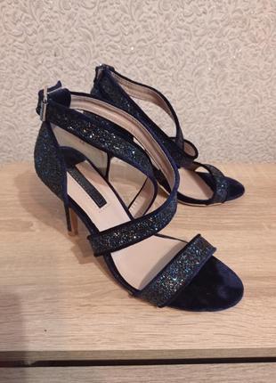 Босоніжки босоножки на каблуке сандалии
