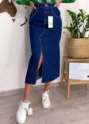 Джинсовая юбка с высокой талией и необработанным швом