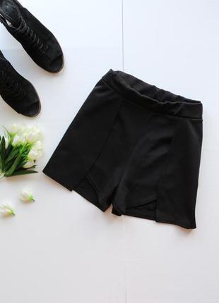 Актуальные асимметричные шорты на запах с карманами по бокам