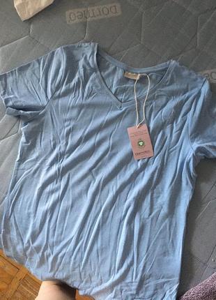 Новая футболка приятного голубого оттенка