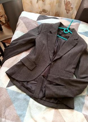 Двубортный пиджак полу фрак ,пиджак удленненный с клешным рукавом.