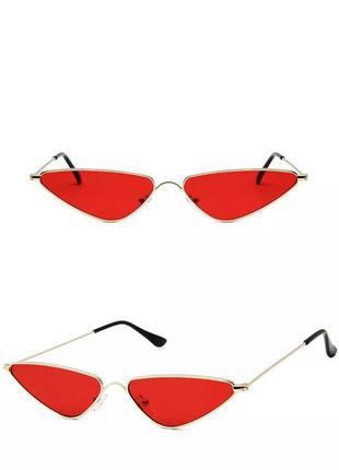 Стильные очки с красными линзами