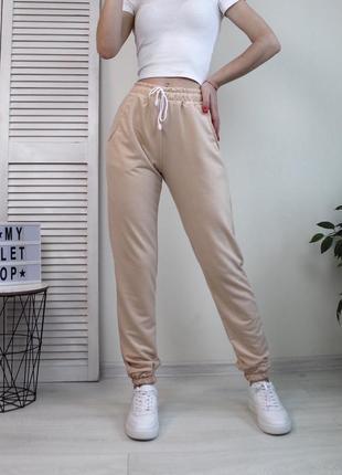 Спортивные штаны джогеры бежевые