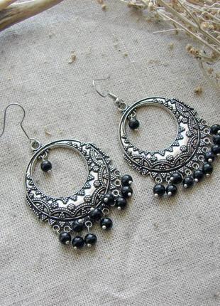 Стильные индийские серьги в стиле бохо этно. цвет серебро