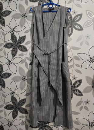 Платье миди жилетка серо-белая полоска с поясом