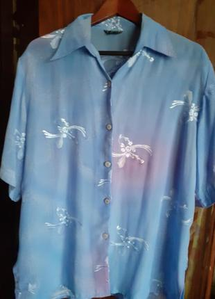 Красивая голубая блузка