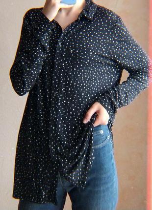 50.15 черная уддиненная рубашка в крапинку