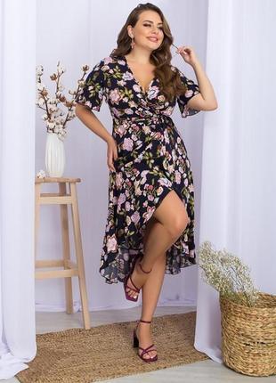 Красивое платье батал на запах в цветочный принт