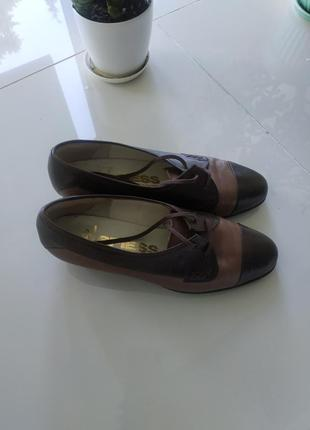 Кожаные туфли на шнуровке новые