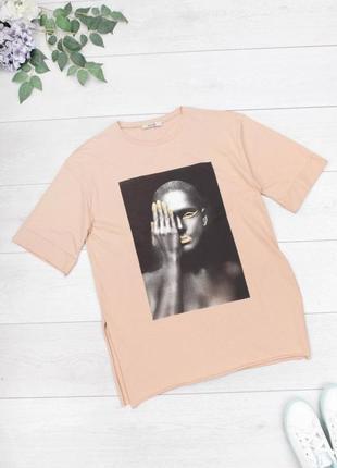 Стильная бежевая футболка с рисунком принтом девушка оверсайз большой размер батал