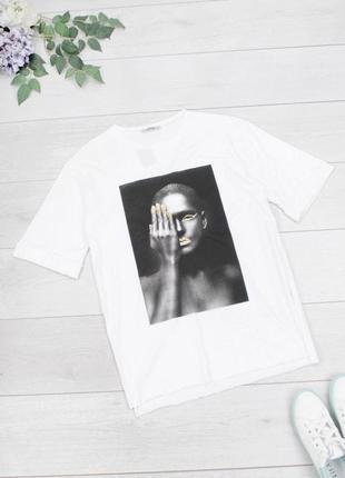 Стильная белая футболка с рисунком принтом девушка оверсайз большой размер батал