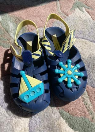 Ipanema сандали, пахнут