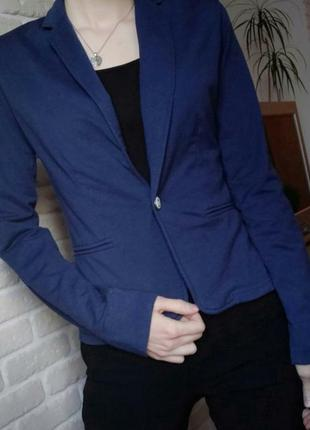 Синий женский пиджак приталенный по фигуре atmosphere s xs
