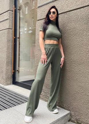 Стильный женский костюм топ и штаны расклешонные