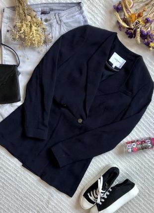 Лёгкий удлинённый пиджак тёмно-синего цвета