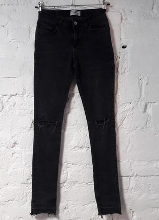 Шикарные джинсы скинны с разрезами на коленках