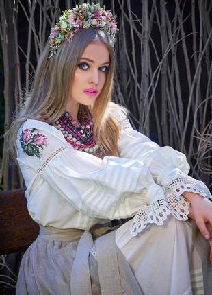 Блуза с ручной вышивкой «белая лилия»