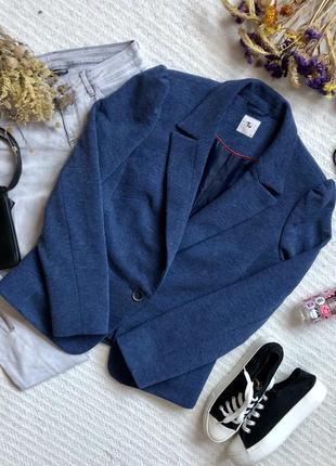 Классический пиджак синего цвета