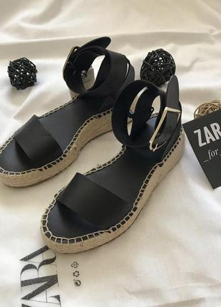 Кожаные сандалии zara 36 размер. оригинал