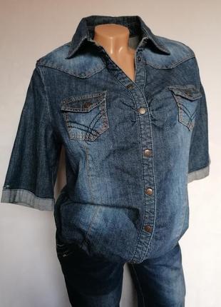 Джинсовый пиджак, куртка, рубашка.