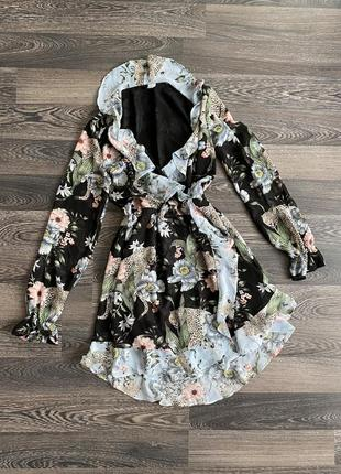 Платье с интересным принтом😍