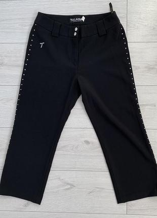 Укороченные черные штаны прямого кроя, черные капри, черные штаны с камнями.